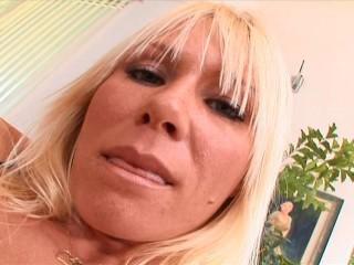 Blonde Mummy Pulverizes Junior Stud