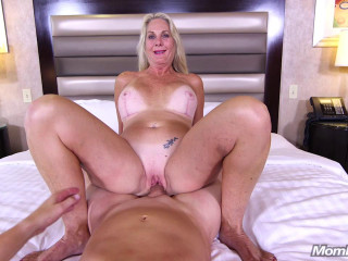 Phoebe - Cougar really loves fucking