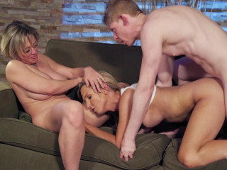 Threesome Hardcore Fuck With Hot TS