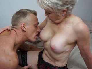 Woman Sextasy - Brit mature Woman Sextasy doing her toyboy FullHD 1080p