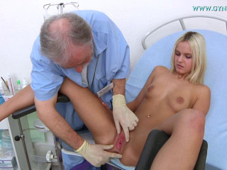 Catherine (19 years female gynecology exam)
