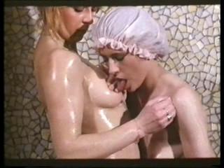 Jeux interdits pour collegiennes en chaleur (1979)