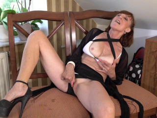 Horny milf granny danina inserting toy in her pussy hard