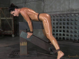 Fit Cougar India Summer chained down and used stiff by 2 shafts at once, massive climaxes