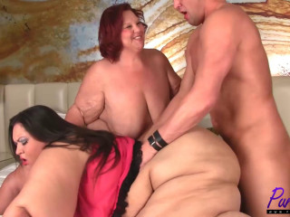 Provocative Apple Bomb into a SSBBW 3some