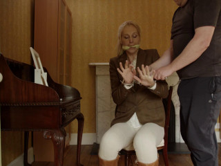 Horse Female Ariel Anderssen, Michael Stamp, Hywel Phillips (2014)