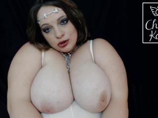 Huge boob bbw milf showing tits
