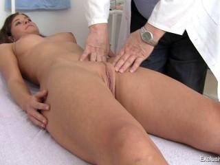 Sensational Club – Veronica - 19 years women gynecology check-up 720p