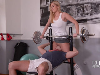 Nikky Dream - A Ultra-kinky Blondes Juicy Gym Blow-job (2016)