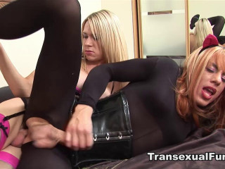 Karla Coxx and Zoe Fuckpuppet