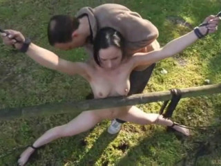 Super bondage, strappado and torture for naked brunette