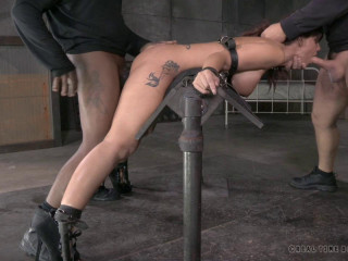 Hardbodied Milf Syren De Mer tightly tied and Anally pounded