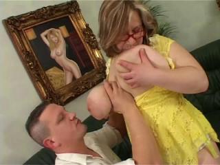 Hefty bumpers Mummy very first gig