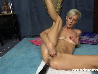 Old slut gets naughty with oily and her giant toy