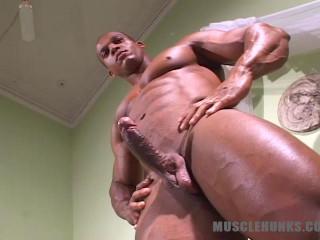 MuscleHunks - Felipe Gigante - Luxury Palace For Luxury Body