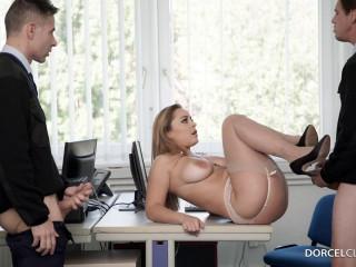 Liza Del Sierra Rewards Males Employees