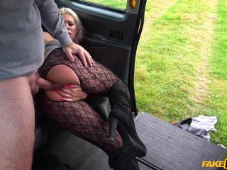 Horny tourist masturbates in cab