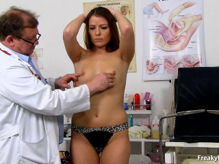 Giny Noisy (24 years dolls obgyn exam)