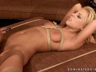 2 Pretty Damsels - Bound And Humped