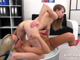Natalie Ross and Victoria Unspoiled - The Secretaries - Nov 20, 2017