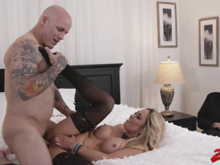Warm Chick Got Drilled In Front Of Her Stud