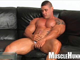MuscleHunks - Brian Gunns - Gunning For Action