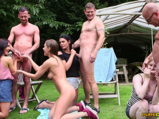 Nudist Show Offs