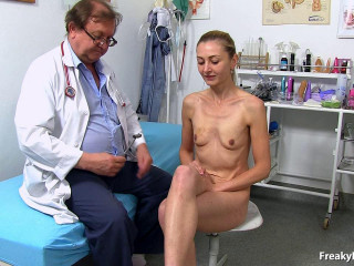Luca Bella (28 years girls gyno exam)
