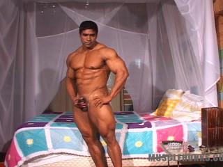 MuscleHunks - Jerome Manaus - Breathtaking Bodybuilder