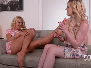 2 Lovelies Touch Their Mounds With Toes