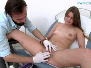 Pauline Bohem 24 years girl gyno exam (2018)