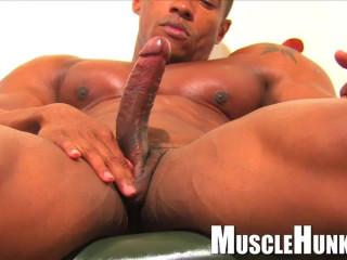 MuscleHunks - Augusto Elia