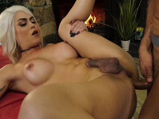 Blond Shemale Domino Presley Likes Anal Massage