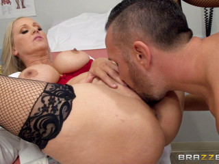 Julia Ann - Doctoring the Results (2017)
