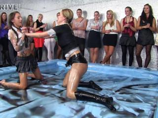 Oily Wrestling: El Storm vs. Viktoria