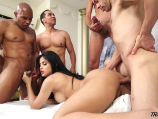 Bruna s Very first Gangbang(Dec 2015)