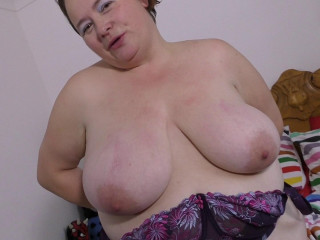 Real sexy BBW mature amateur wife with a horny body