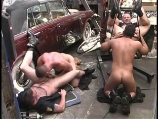 Sexy mechanics in raw fuck