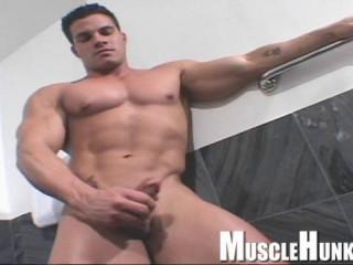MuscleHunks - Enzo Pileri - Young Enzo