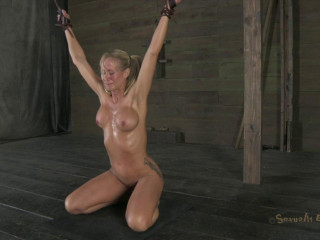 Smoken hot blond cougar, with amazing body