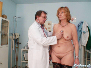 Kvetuse - 63 years damsel gynecology exam