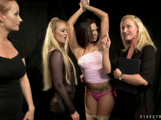 Katy Parker, Kathia Nobili, Dorina Gold, Cipriana Discipline! (2012)