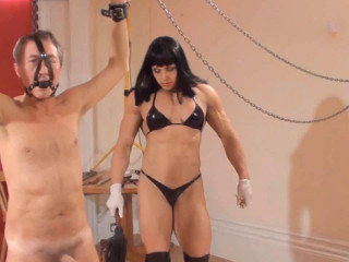 Dominatrix Dometria - Muscle Femmes Mauling - HD 720p