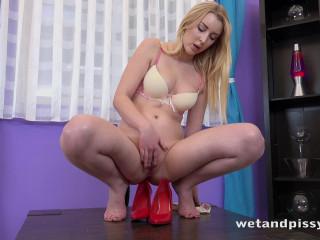 Amaris - Puffy Pussy Pissing (2019)