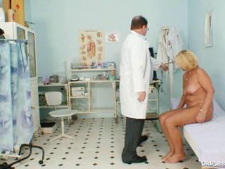Greta (62 years woman gyno exam)