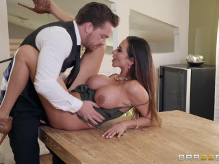 Ariella Ferrera - Dinner For One Table For Two FullHD 1080p