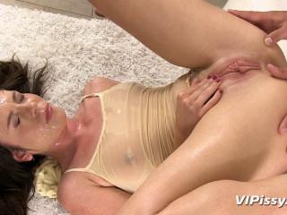 Jessica Rox  Wet Yoga!