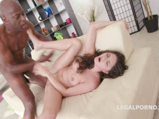 Ebony Buster, Francesca Dicaprio Bashed by Mike All Anal (2016)