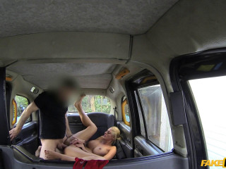 Sexy dutch lady tries anal in taxi