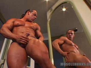 MuscleHunks - Roger Lockmann